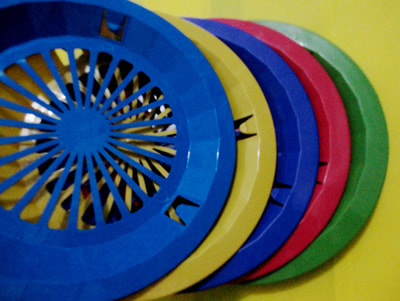 assorted colors plastic plate holder
